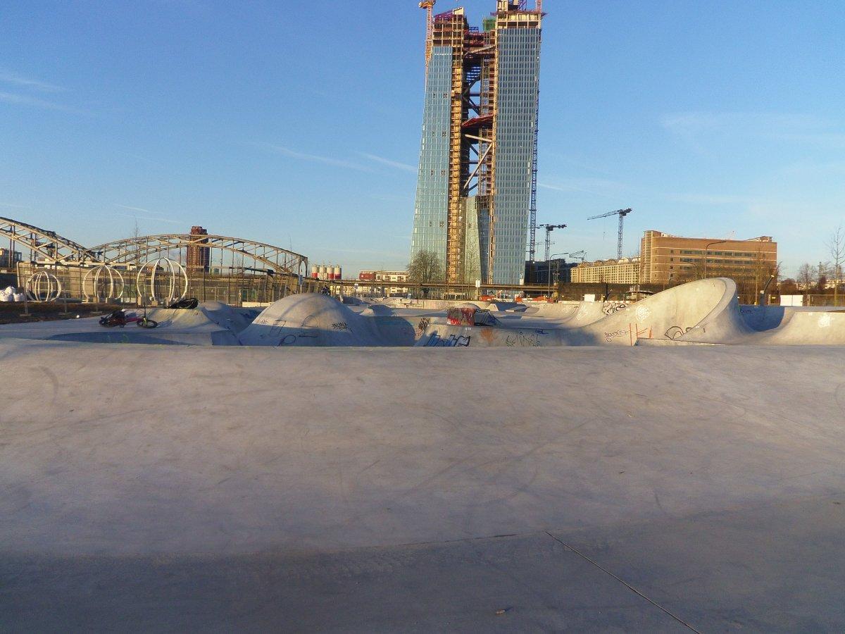 ffm-hafenpark-januar-2013-blauer-himmel-2-0